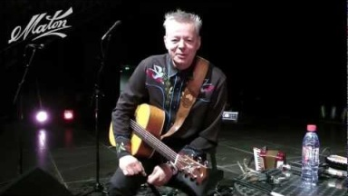 "Tommy Emmanuel talks about his Maton guitar and performs ""Halfway Home"""